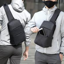 Saco ocasional popular do estilingue do ombro dos homens para o curso