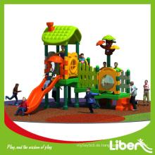Zweite Hand Outdoor Baum Haus Spielplatz mit bunten Gummi Partikel Granulat
