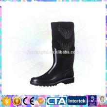 Ботинки дождя повелительниц upscale способа