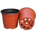 Pots de fleurs rouges en plastique rond