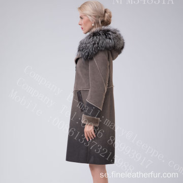 Reversibel Fur Coat In Winter Lady