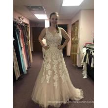 Vestido de novia de cuello en V de flujo suave