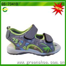 Новые ботинки сандалий способа прибытия