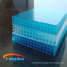 transparente Dachplatte aus Wellpappe mit Wabenstruktur