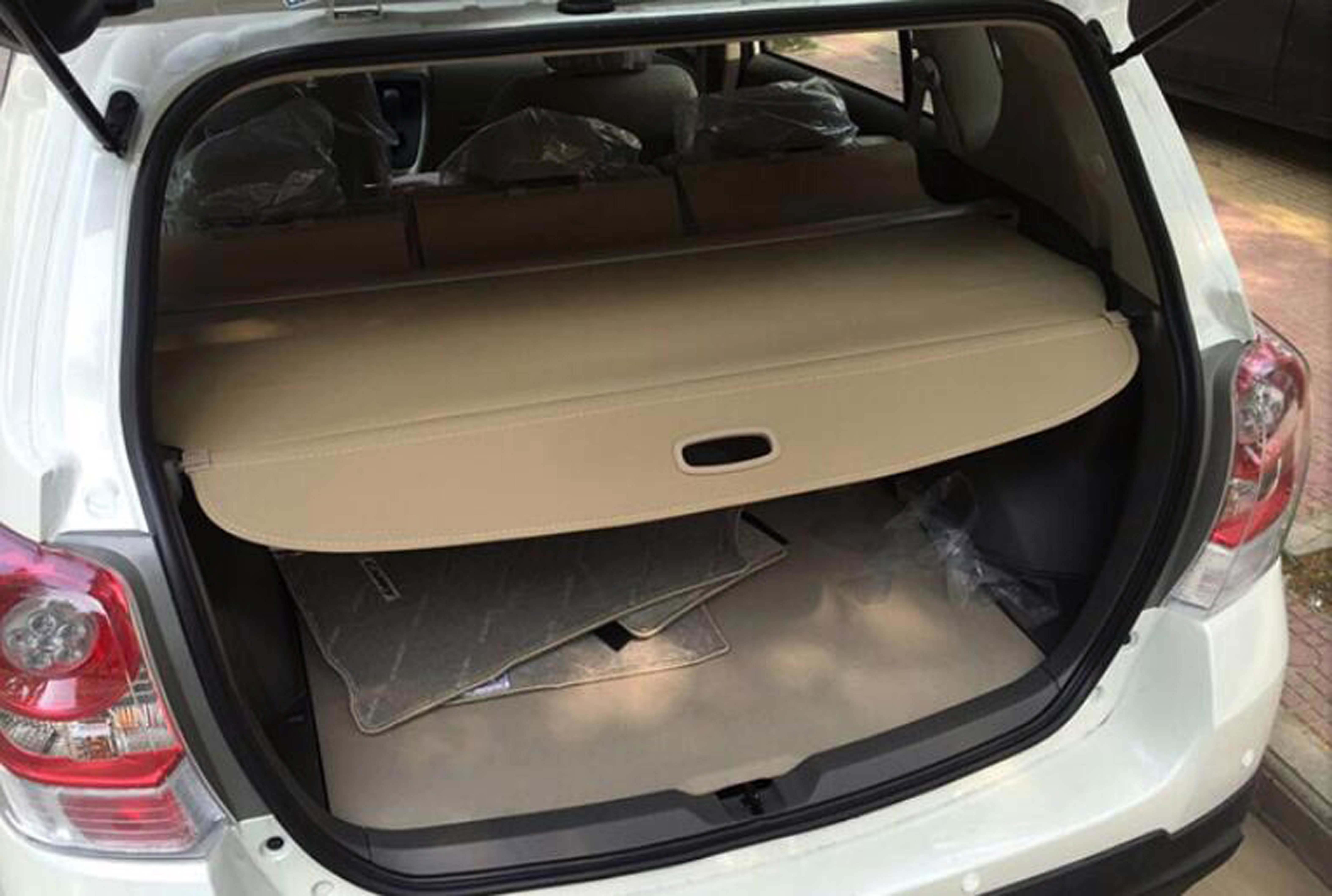 Retractable Rear Luggage Shade Cover