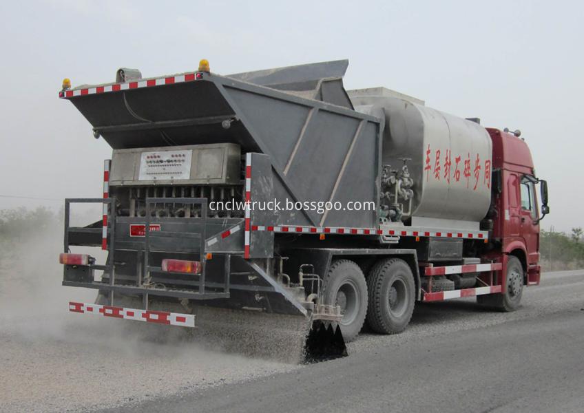 Synchronous gravel sealing vehicle 6