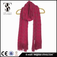 A cor vermelha morno 100% acrílico que faz malha o xaile longo do lenço