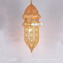 Marokkanischer Art-Anhänger, der Goldüberzogenen Eisen-Leuchter für Restaurant 030 beleuchtet
