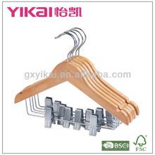 Percha plana de madera para niños con muescas y clips metálicos
