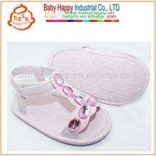 Zapatos de caminata del bebé lindo de la sandalia plana del rhinestone de Italia