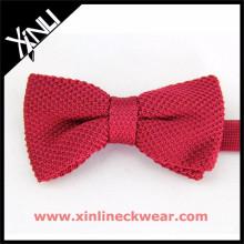 Tricot de noeud tricoté en soie rouge vif uni