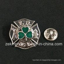 China que hace fuentes liberan la insignia transparente del Pin de la solapa del color de la muestra
