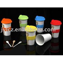 tasse en céramique de double paroi avec le couvercle, la bande et la cuillère de silicone