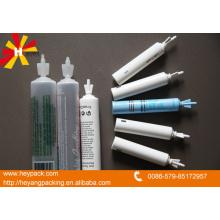 Pequeños tubos de giro de plástico