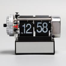 Alarme preto pequeno que lança relógios para a decoração