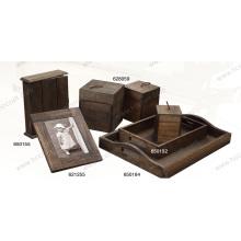 Caja antigua de madera con nuevo estilo