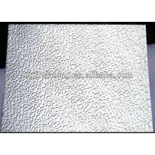 lámina de aluminio en relieve oxidada del estuco