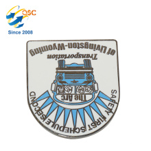 Insigne en métal plaqué par nickel fait sur commande en métal de Pin de vente directe avec votre propre conception