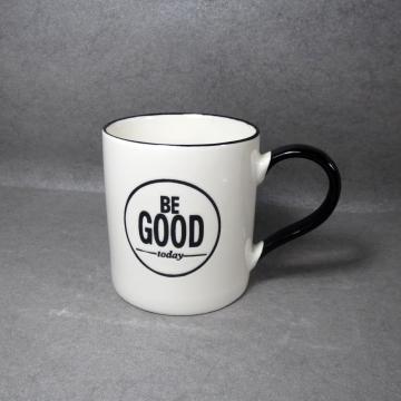 Keramische Kaffeetasse schwarzer Griff