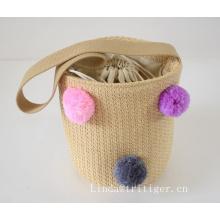 Bolsa de mano de playa hecha a mano de paja tejida con Pom Pom para mujeres y niñas