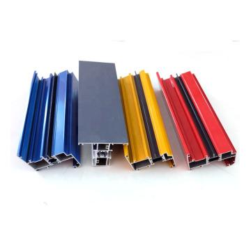 Extrusões de alumínio revestido com pó de cores diferentes