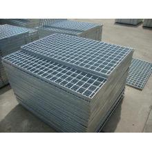 Grades galvanizadas usadas para escadas