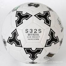 A máquina de impressão da cor completa costurou a bola de futebol relativa à promoção