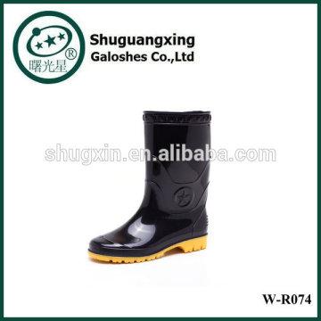 Chaussures de pluie de l'homme fond plat monogramme, bottes pluie Fashion W-R074 de l'homme en PVC