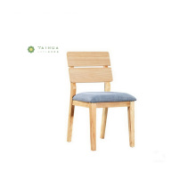Cadeira de jantar de madeira maciça com almofada de tecido