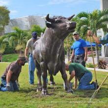 parc à thème sculpture en plein air bronze grand taureau sculpture