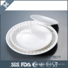 pasta redonda simples do jantar do relevo com todo o tamanho, placa da porcelana do hotel