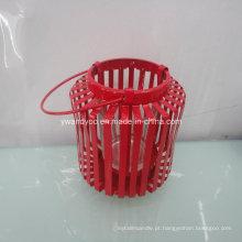 Castiçal de metal vermelho de decoração para casa