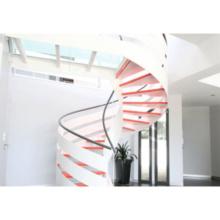 Ступени из тика Винтовая лестница Перила из стекла