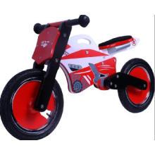 Велосипед с деревянным велосипедом