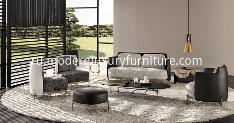 Minotti-Tape-Sofa-with-Chairs