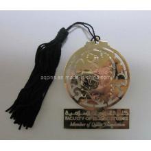 L'or métallique accroche une marque de livre mince avec des glands