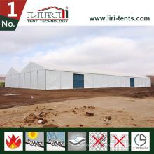 Tente temporaire d'entrepôt de Storge utilisée comme atelier