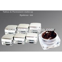 La tinta del tatuaje permanente compone el pigmento de la goma