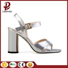 Kristal tıknaz topuk gümüş PU zarif sandaletler