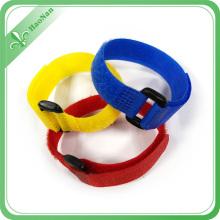 Bracelet de logo fait sur commande de couleur différente de fournisseurs d'usine avec le bâton magique
