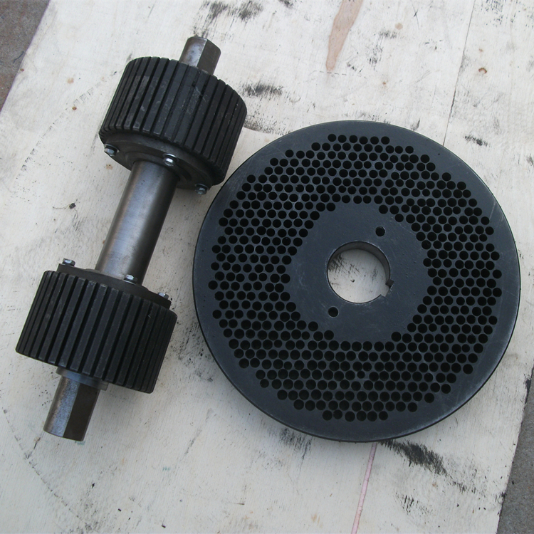 Roller and die for pellet machine