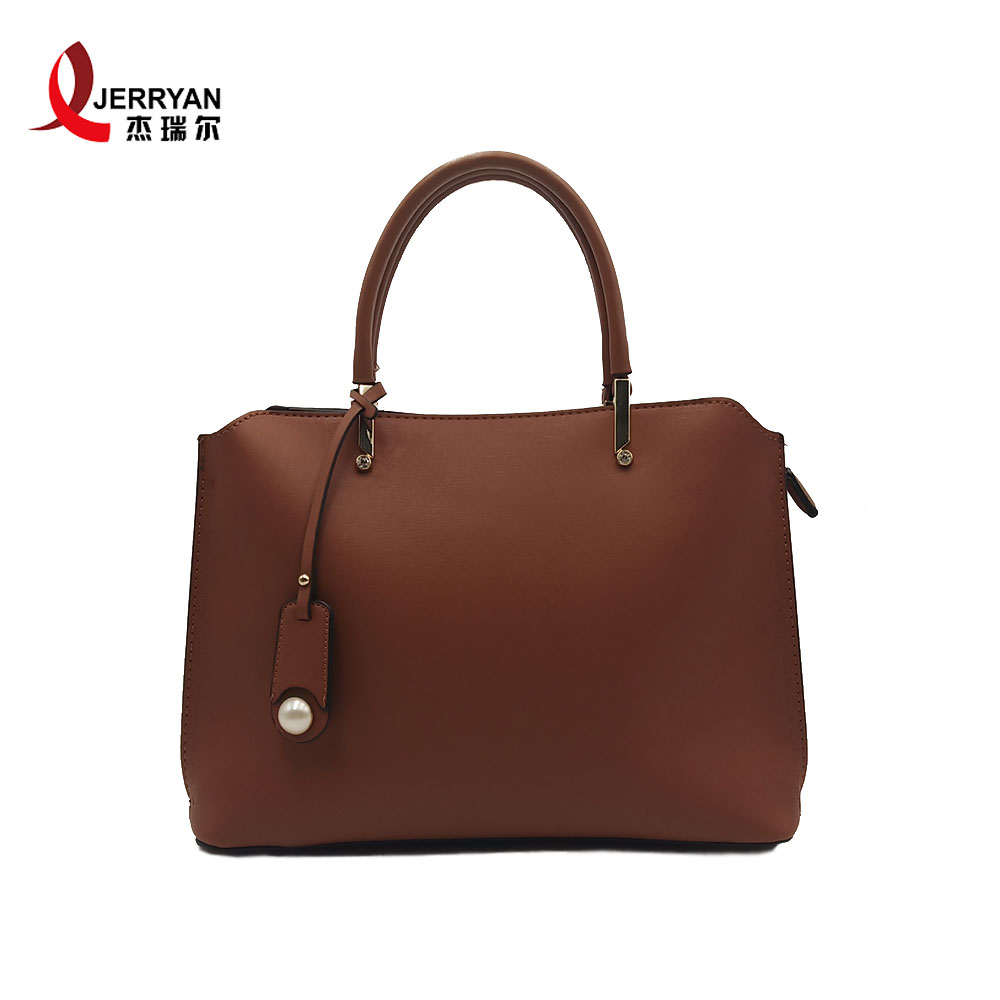 leather tote with zipper