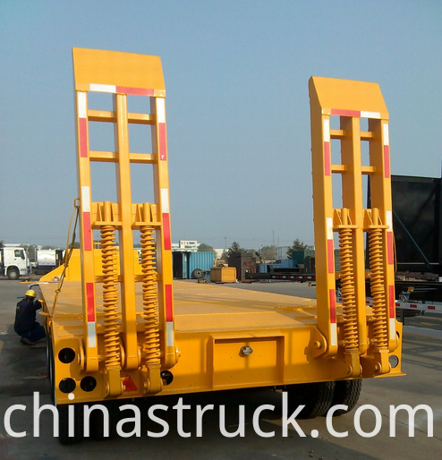 Tri axle 60Ton Low bed trailer Truck picture 3