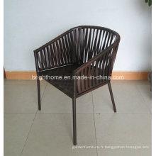 Chaise à bras de salle à manger en rotin de rotin de patio en osier