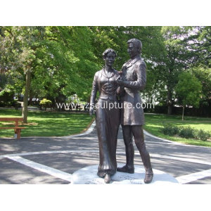 Bronze Love Couple Statue For Garden Decoration