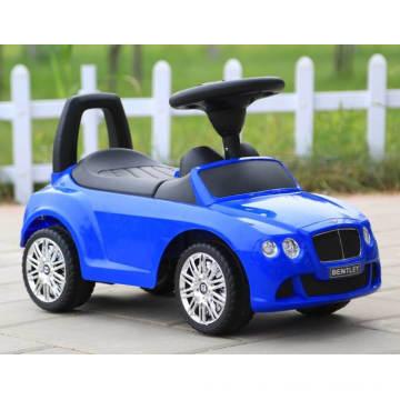 Fernsteuerungsspielzeug-Baby auf Spielzeug-Schwingen-Autos