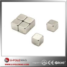 Imán de neodimio de tierra rara de recubrimiento de níquel cuadrado pequeño con entrega rápida
