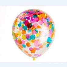 Ballon de fête avec des confettis pour la décoration de fête