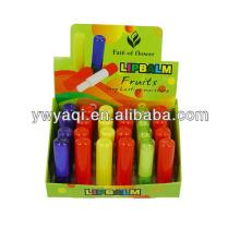 Tubo colorido sabor de la fruta bálsamo labial por mayor en caja de exhibición
