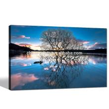 Árbol en la reflexión del lago Impresión de Giclee / paisaje Arte de la pared de la lona para la decoración casera / puesta del sol